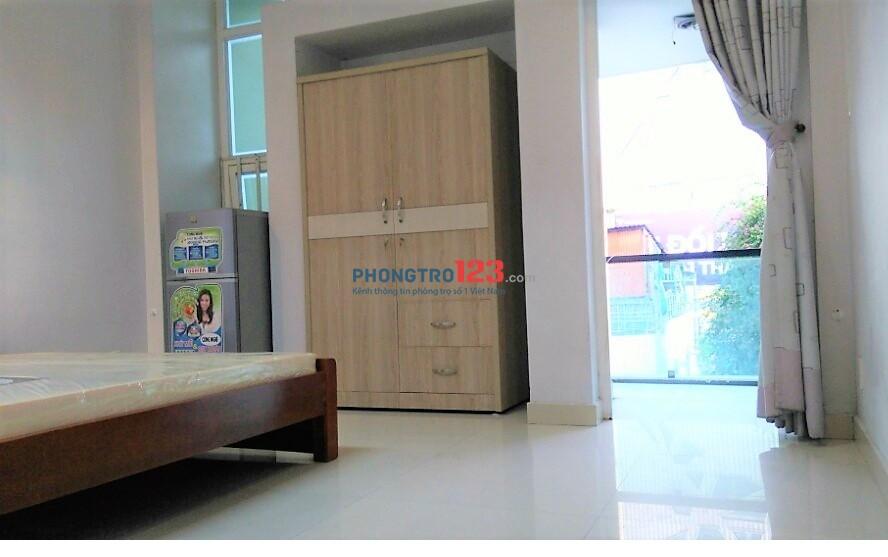 Cho thuê căn hộ 2PN có nội thất đường Hoàng Văn Thụ, Tân Bình