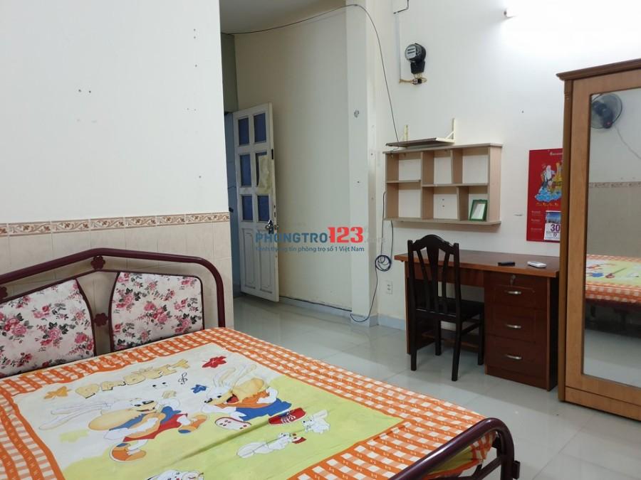 Phòng đủ tiện nghi gia đình, ngay tầng trệt, có sân sau. Giá 4tr3