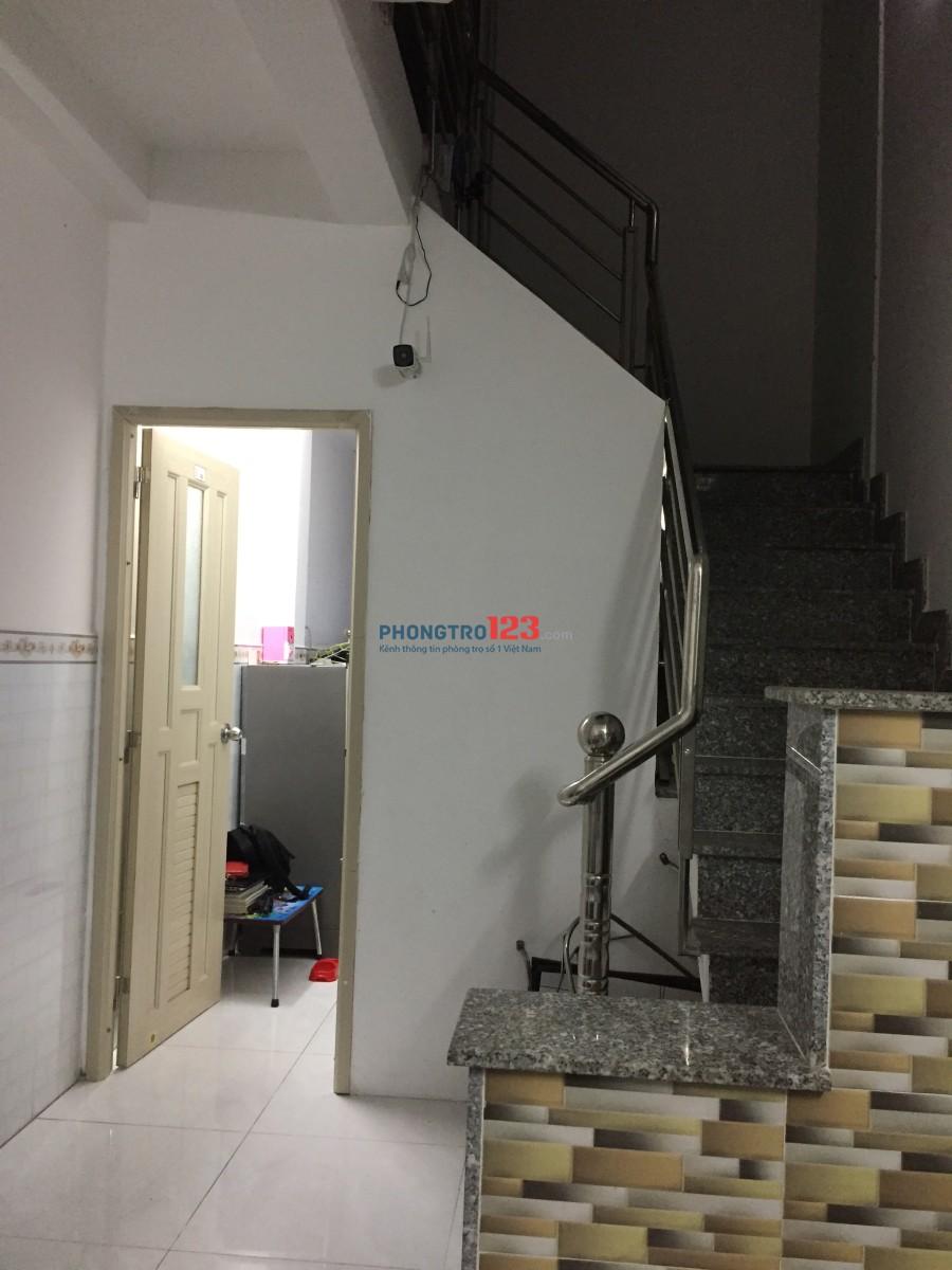 Phòng mới xây có ban công, đầy đủ tiện nghi an ninh