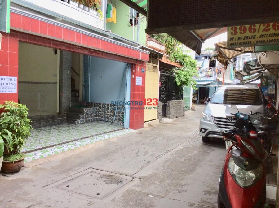 Cho thuê mặt bằng hẻm xe hơi 396 Nguyễn Tất Thành, Q.4, tiện làm spa nail tóc. LH: Cô Loan