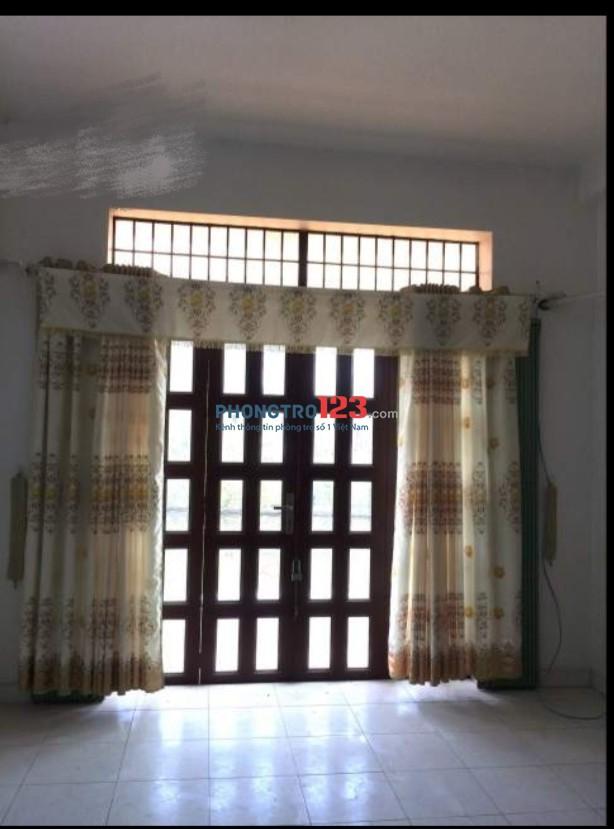 Cho thuê nhà 2 lầu 4x20 DTSD 240m2 mặt tiền Nguyễn Duy Trinh, Q.2. LH Ms Dương