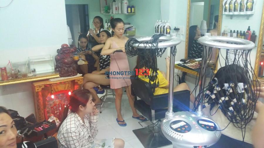 Sang tiệm nail tóc hẻm 290 Lý Thái Tổ, P.1, Q.3 giá chỉ 40tr, đủ đồ nghề. LH: Ms Hiền
