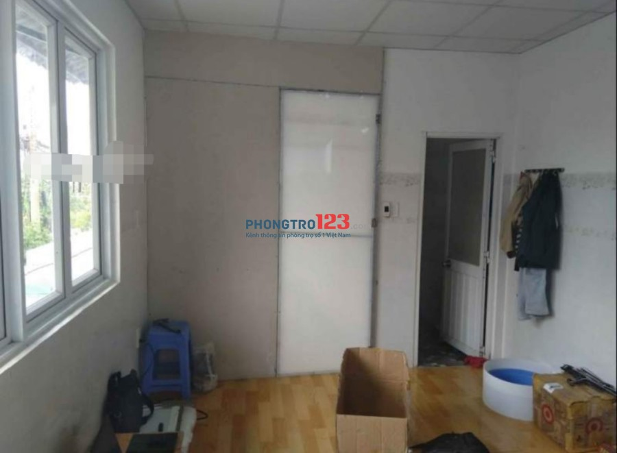Cho thuê nhà mặt tiền 1 lầu đường Nguyễn Trọng Quản, Q.2, giá 7,5tr/tháng. LH: Mr Trung