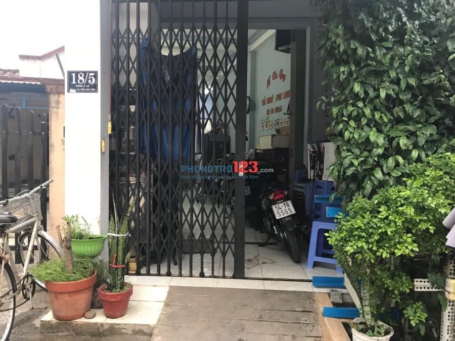 Cho thuê nhà nguyên căn 1 lầu 3,5x12, Mặt tiền Lê Lợi, Hóc Môn, giá 15tr/tháng. LH Mr Long
