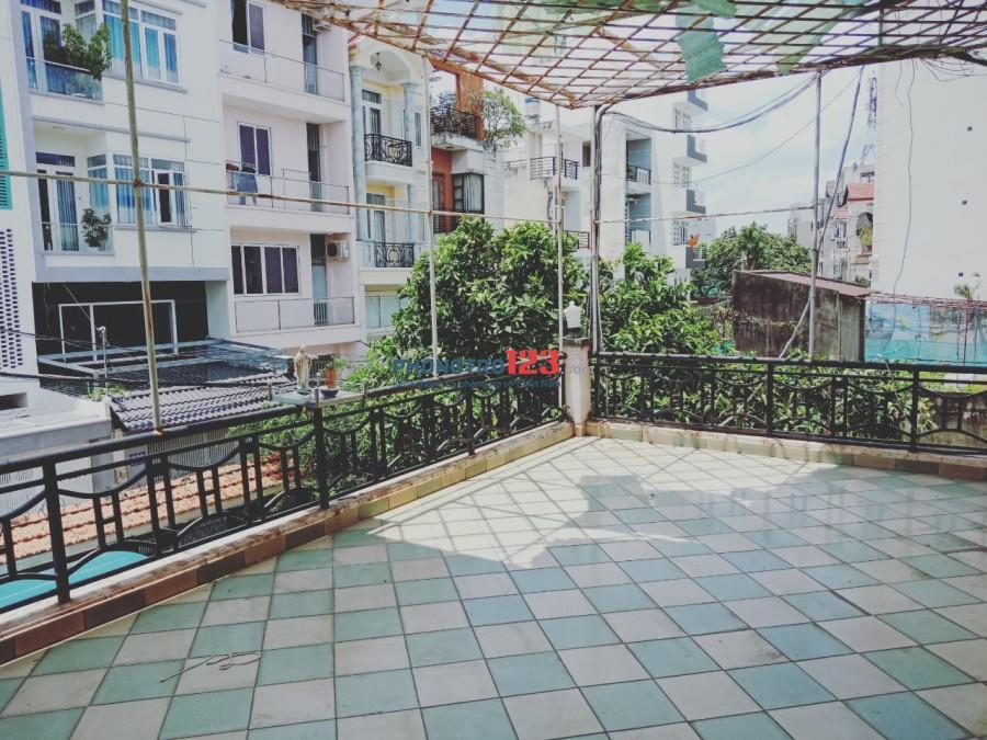 Cho thuê biệt thự nguyên căn hơn 800m2 ngay góc 2 MT đường Dương Quảng Hàm, Gò Vấp