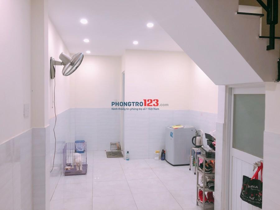 Cho thuê mặt bằng KD và phòng có nội thất tại Tôn Thất Thuyết, P.4, giá 4,5tr/tháng. LH Ms Linh