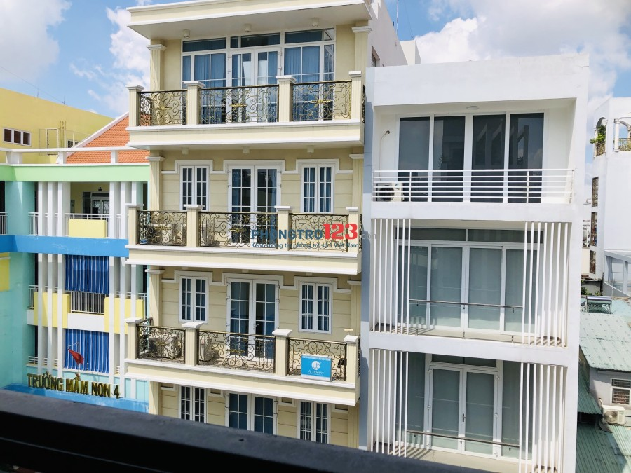 Chính chủ cho thuê phòng đẹp, full nội thất, ban công thoáng mát, Hoàng Văn Thụ, 30m2, giá 4.5tr/thg