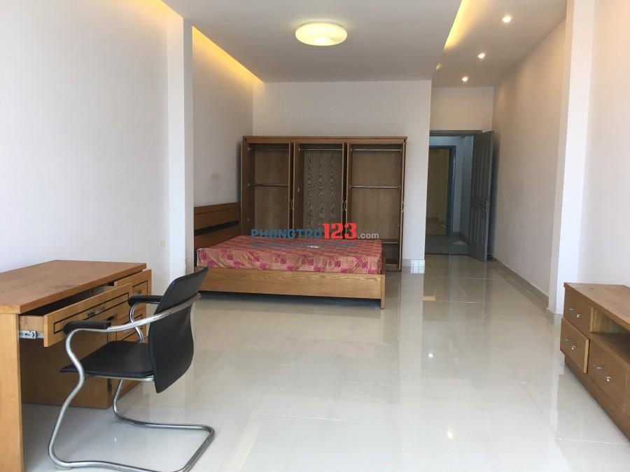 Chính chủ cho thuê phòng cao cấp, đẹp như khách sạn có nội thất, ban công, dt 45m2, giá 5,5tr/tháng