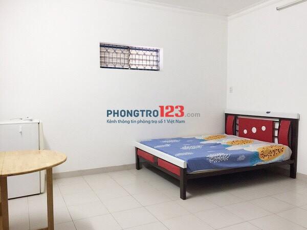 Cho thuê phòng khu SÂN BAY 28m2, khoá thẻ từ, bếp nấu ăn, có nội thất, free nước net cap giờ tự do