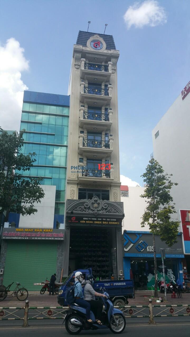 Căn hộ dịch vụ có ban công thoáng mát ở Lý Thường Kiệt, quận 10