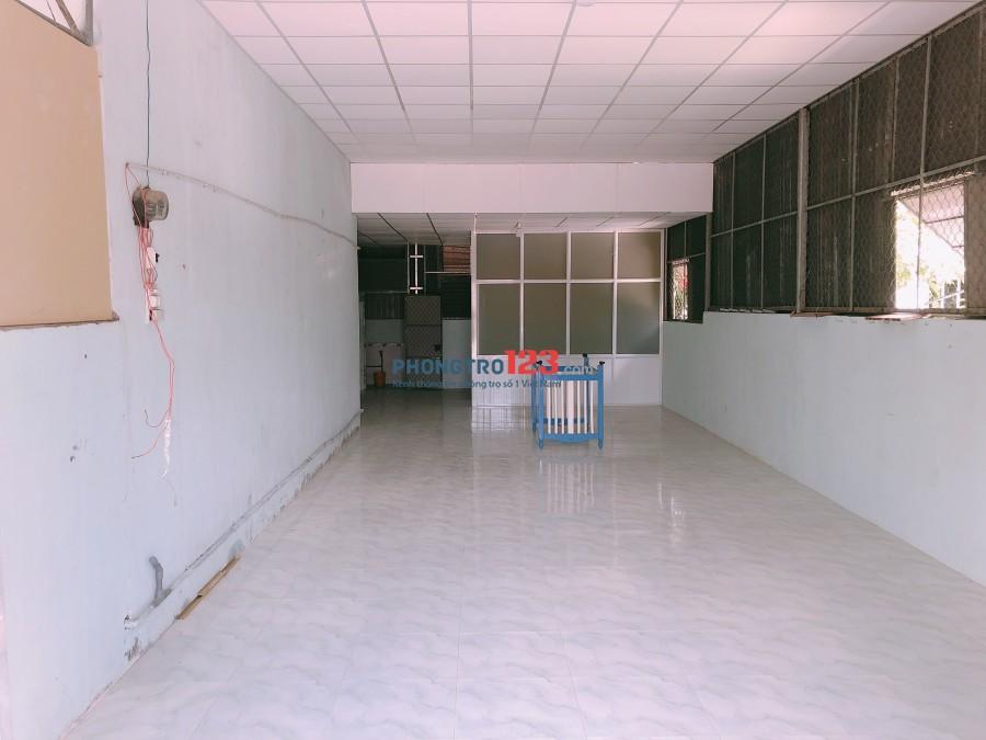 Cho thuê nhà cấp 4 mặt tiền Đường ĐT5, xã Đông Thạnh, Hóc Môn, giá 5tr/tháng. Lh Mr Ngọc