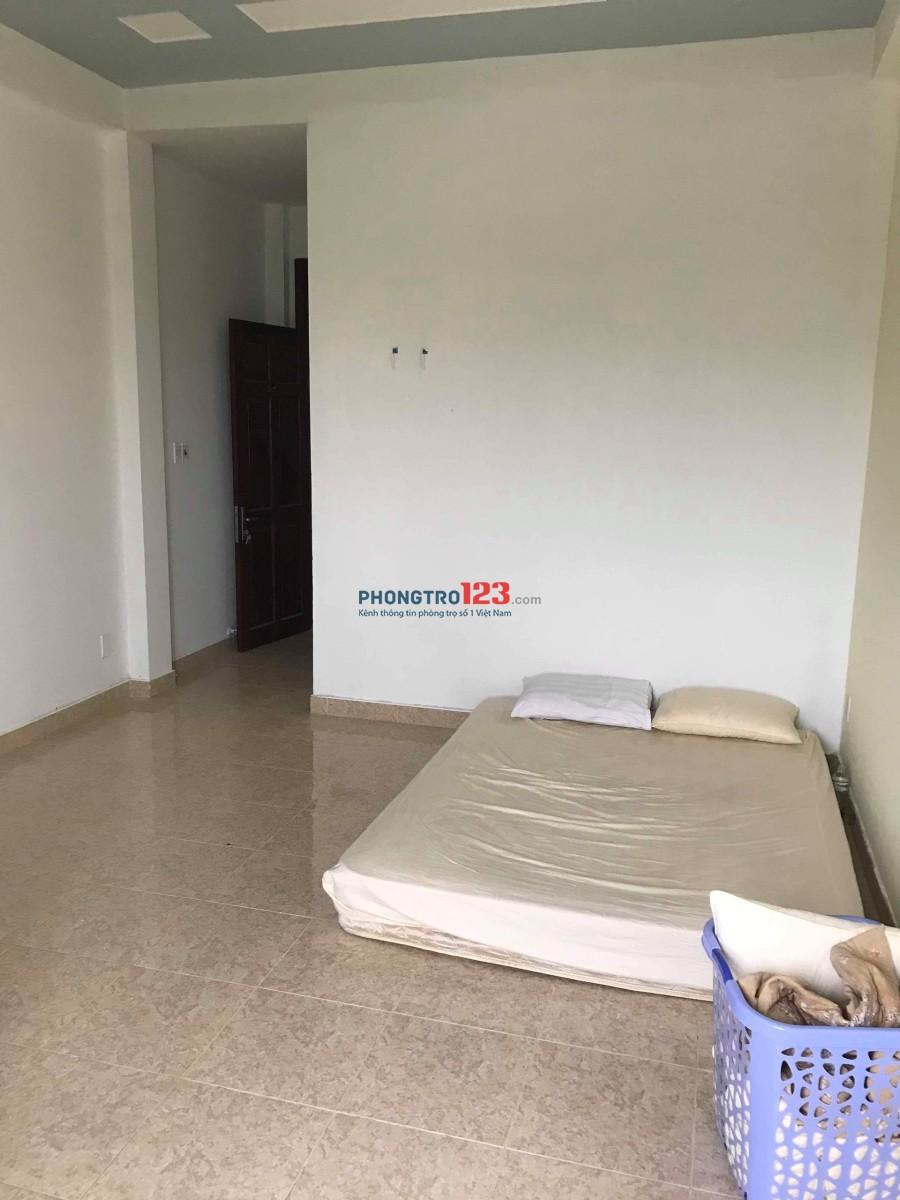 Cho thuê phòng 30m2 ngay trung tâm Q.2, phường Bình An, giá 4,8tr/tháng. LH: Mr Lộc
