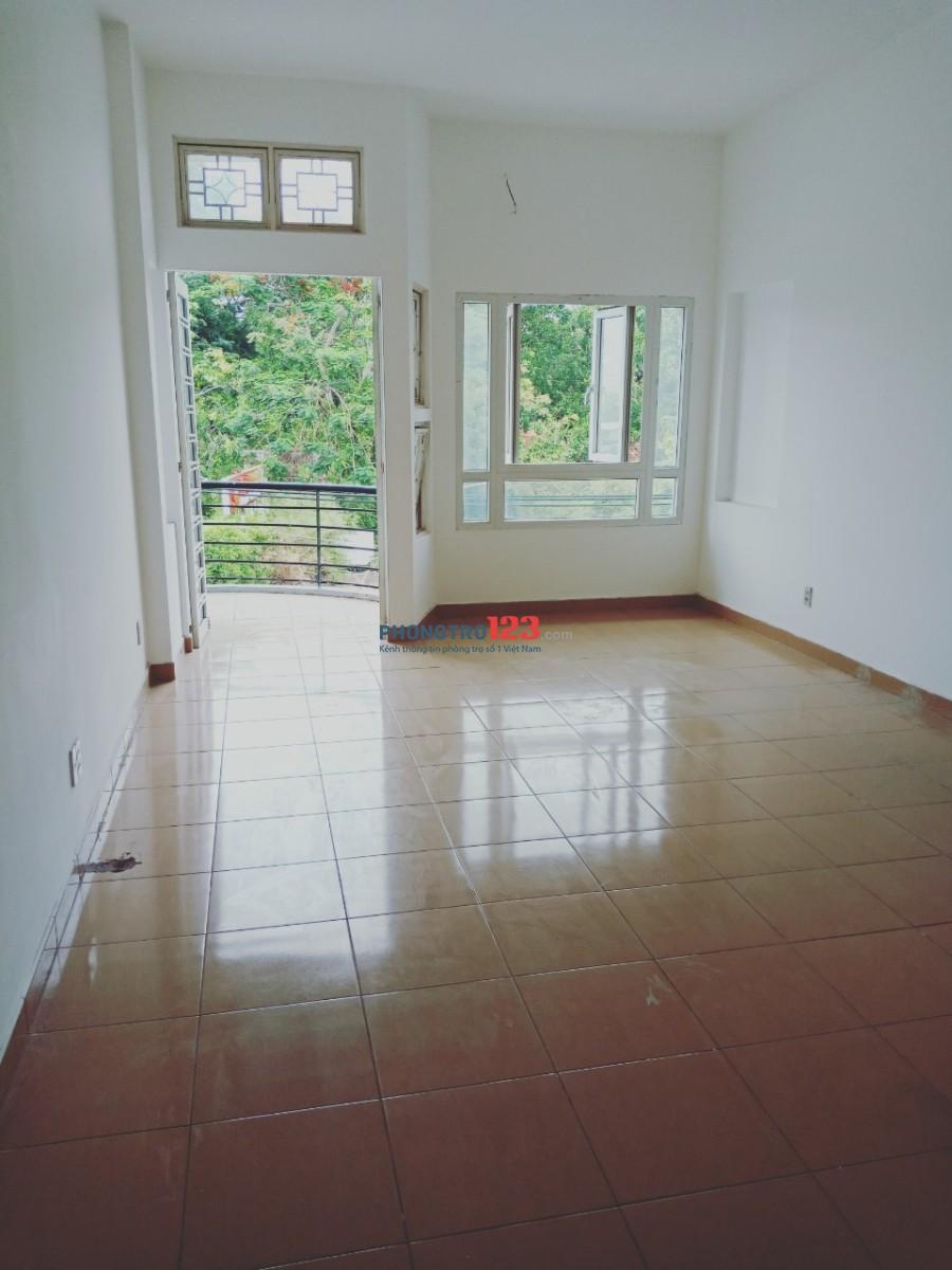 Cho thuê tầng 2 và 3 làm văn phòng mặt tiền đường Hòa Bình đối diện Đầm Sen Mr Hoành