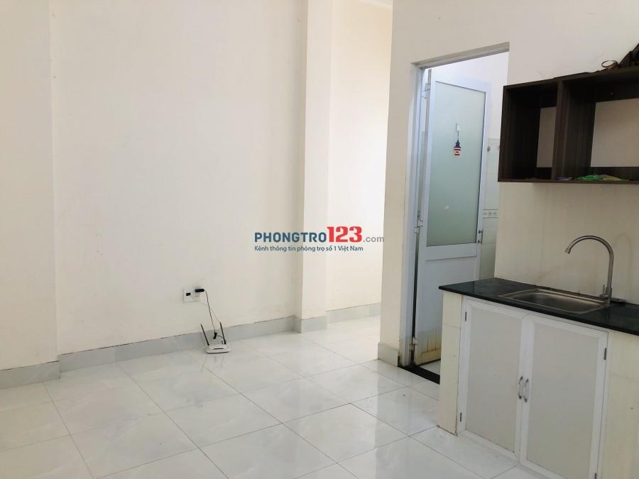 Cho thuê phòng trọ, có kệ bếp 20m2, giá 3tr/tháng đường Trường Chinh giao Nguyễn Hồng Đào