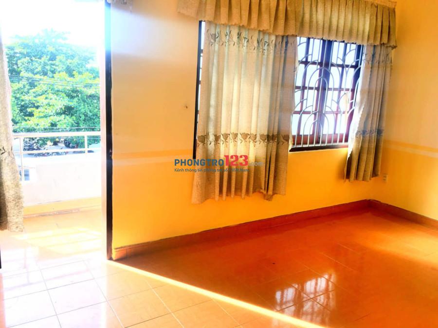 Phòng rộng, thoáng mát, sạch sẽ, khu vực thuận tiện