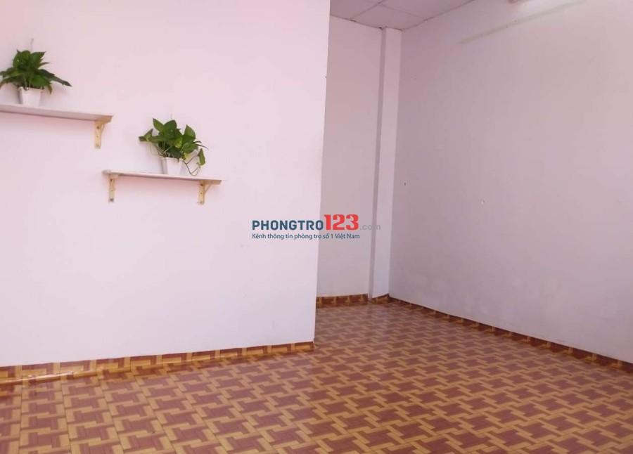Chính chủ cho thuê phòng trọ 30m2 ngay mặt tiền Hồ Văn Huê, Phú Nhuận, sẵn nội thất
