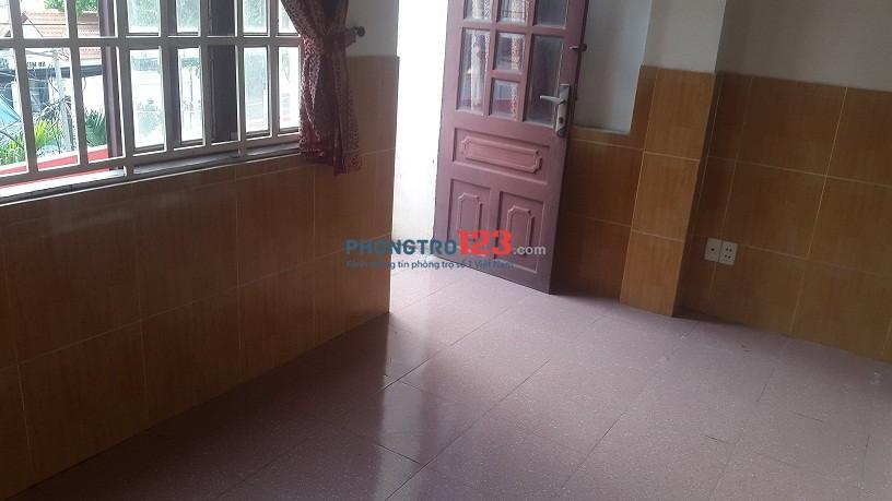 Phòng dạng căn hộ mini, rất thoáng mát gồm 2P ngũ, 1PK, Bếp, Dương Quảng Hàm, 50m2
