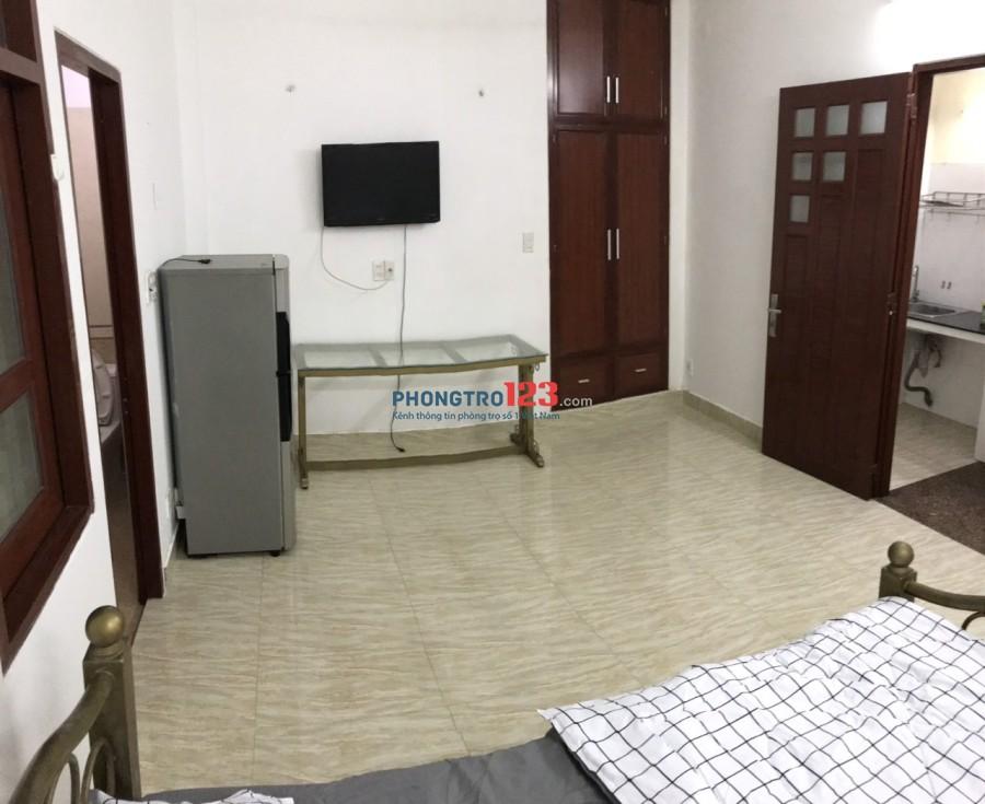 Phòng rộng rãi, full nội thất, tiện nghi gần ĐHKT HCM, Q.1