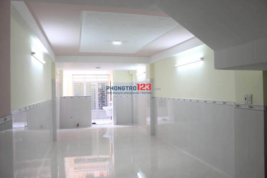Chính chủ cho thuê phòng sạch đẹp, tiện nghi, giao với CMT8, Q.10, 30m2, giá 6,2tr/tháng