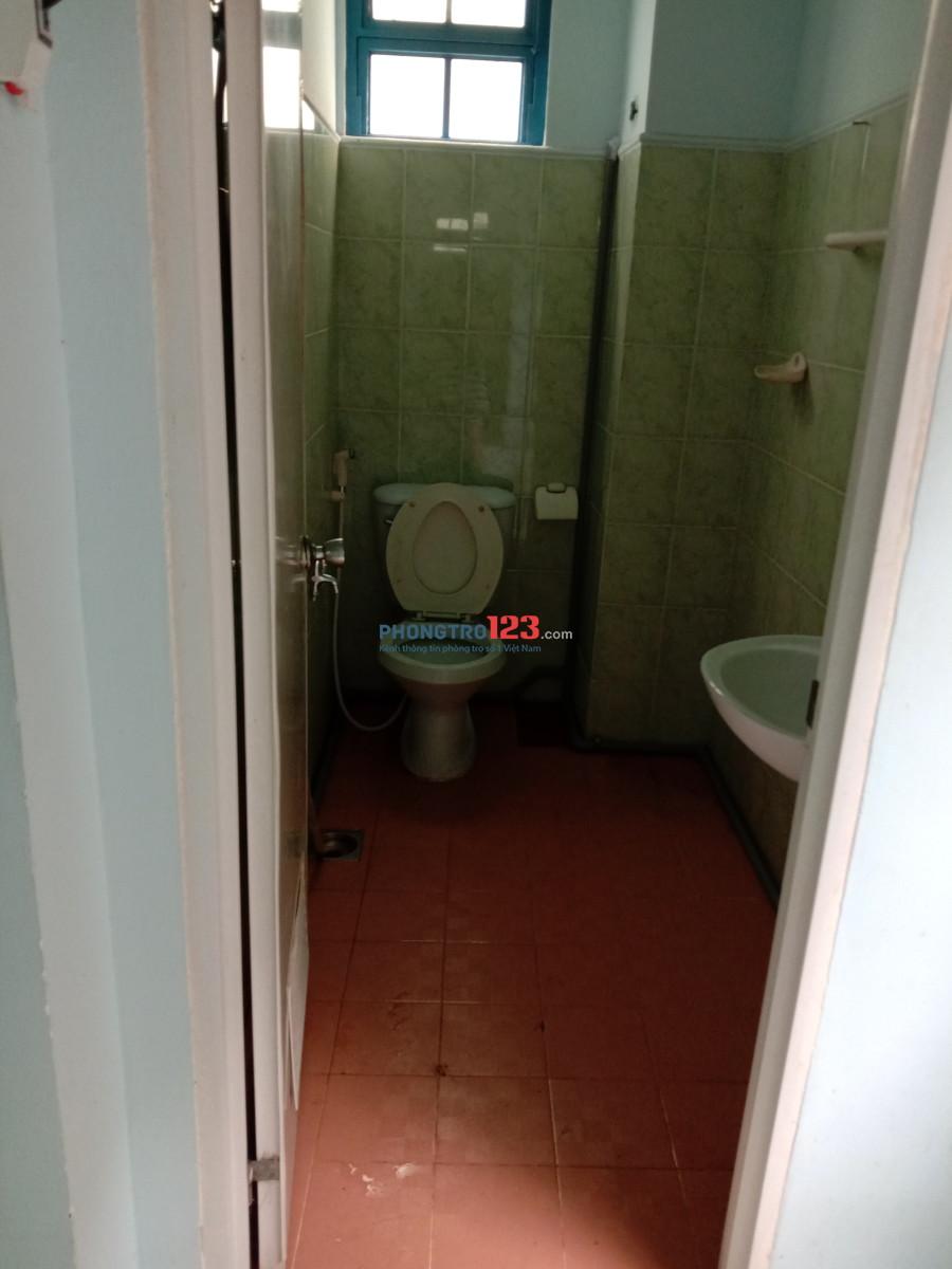Nữ thuê phòng nhỏ  máy lanh, wc trong phòng