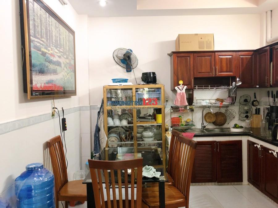 Cho thuê nhà hẻm nguyên căn 1 lầu 2pn tại CMT8, Q.3 đối diện chợ Hòa Hưng Ms Ngọc