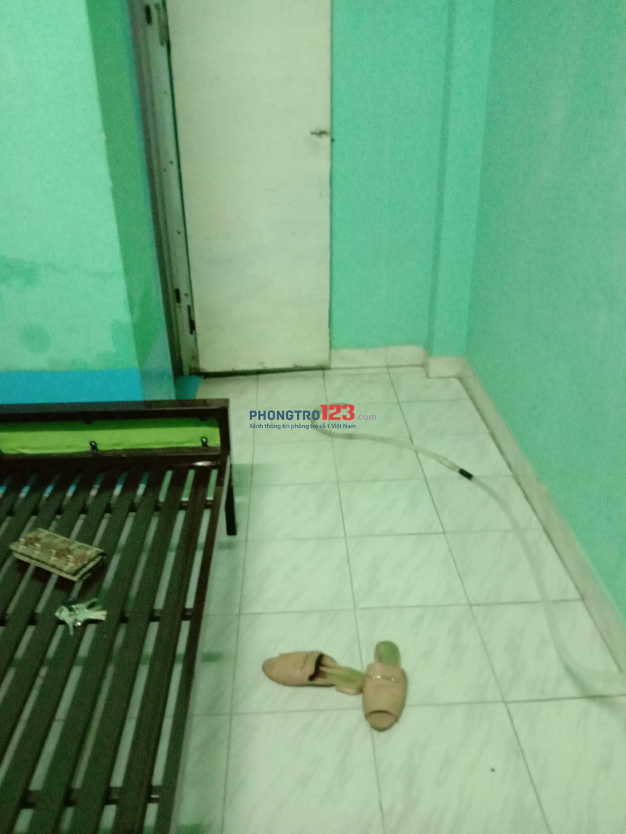 Nữ thuê phòng lầu 1 máy lanh, wc trong phòng giá 2.2tr
