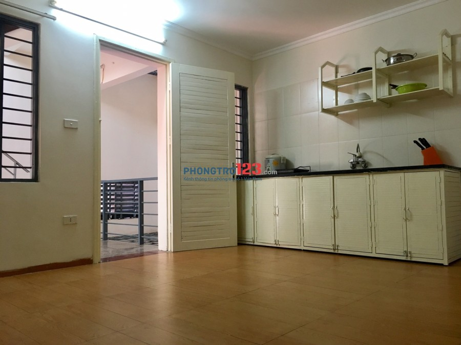 Q.Long Biên - Căn hộ CCMN 45m2 1 phòng khách 1 phòng ngủ full đồ riêng tư sáng đẹp cách phố cổ 3km