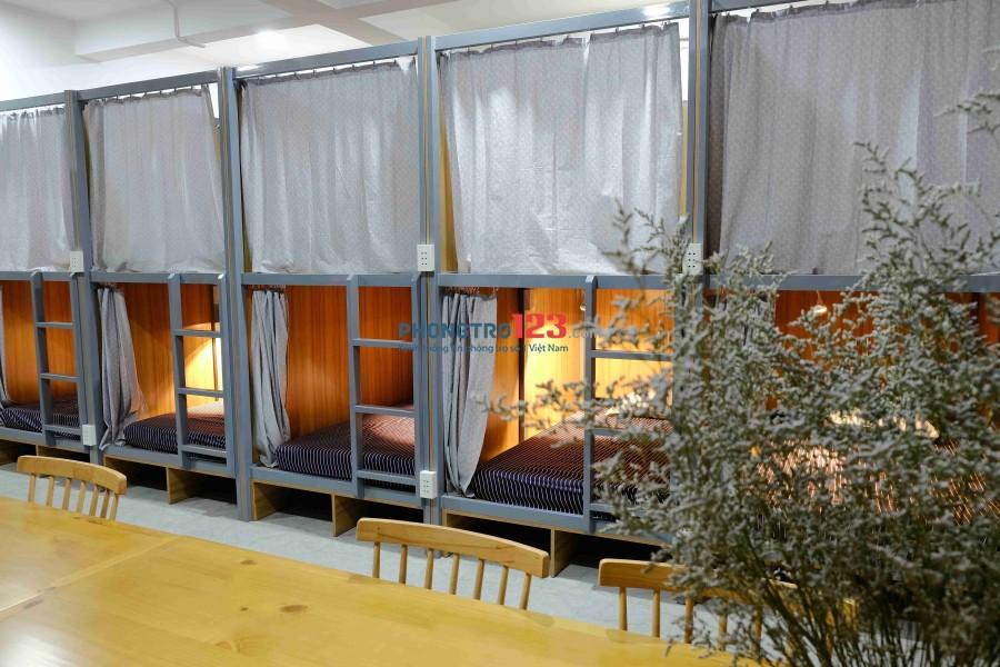 BE HOME Sleepbox Đường D2 Kí túc xá cao cấp full nội thất. Có không gian và bàn học, làm việc trong phòng.