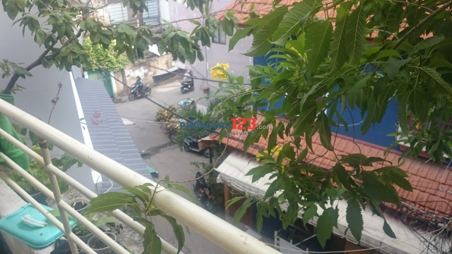 2 nam ở ghép Phú Nhuận phòng rộng 30m2