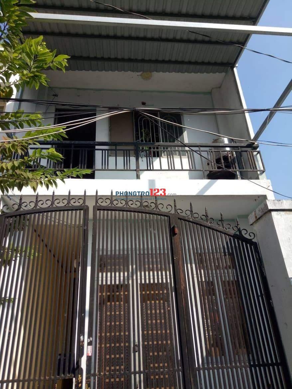 Phòng trọ đường Dương Quảng Hàm, có gác, có máy lạnh, giá 2tr7/th