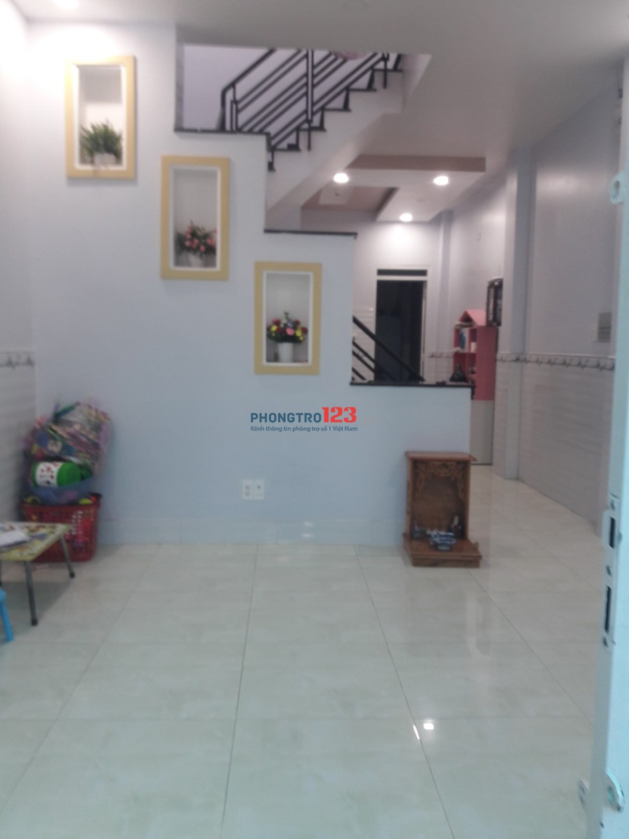 Cho thuê nhà 1 lầu đường Nguyễn Xí. Giá 13.4 triệu, 3 phòng ngủ
