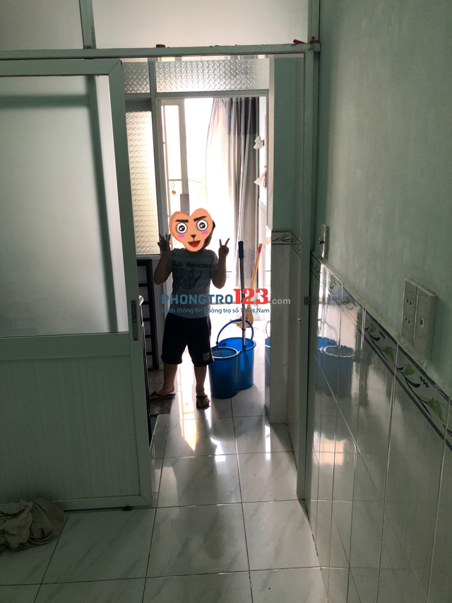 Nhà cho thuê dài hạn, hẻm xe hơi, điện nước chính
