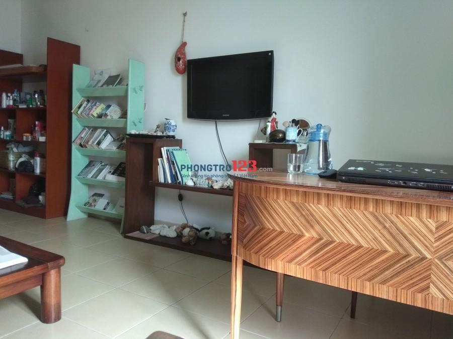 Cho thuê căn hộ 2pn trung tâm Hà Nội (2 bedroom flat to rent central Hanoi)