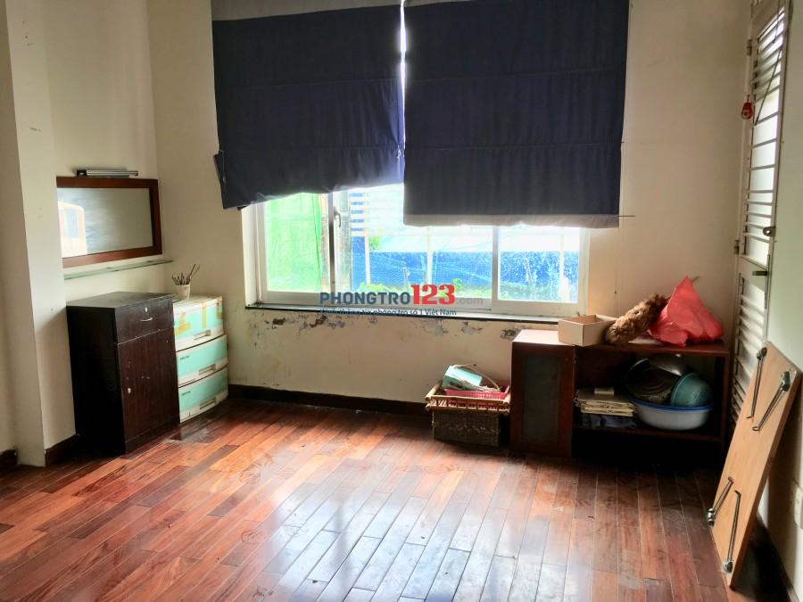 Phòng trọ ngay cổng ĐH Văn Lang