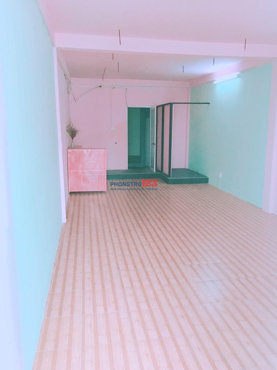 Cho thuê mặt bằng kinh doanh tầng 1 nhà mặt tiền CMT8, P.4, Q.Tân Bình. LH Ms Diệu