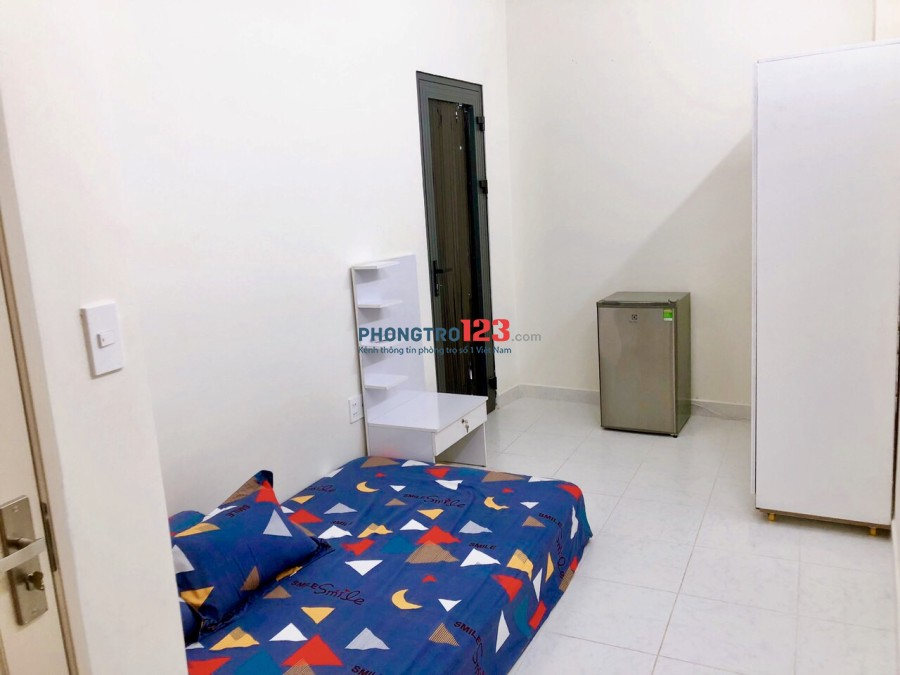 Phòng 25m2 có ban công 5,6tr tại hẻm 4m Trần Hưng Đạo Q1