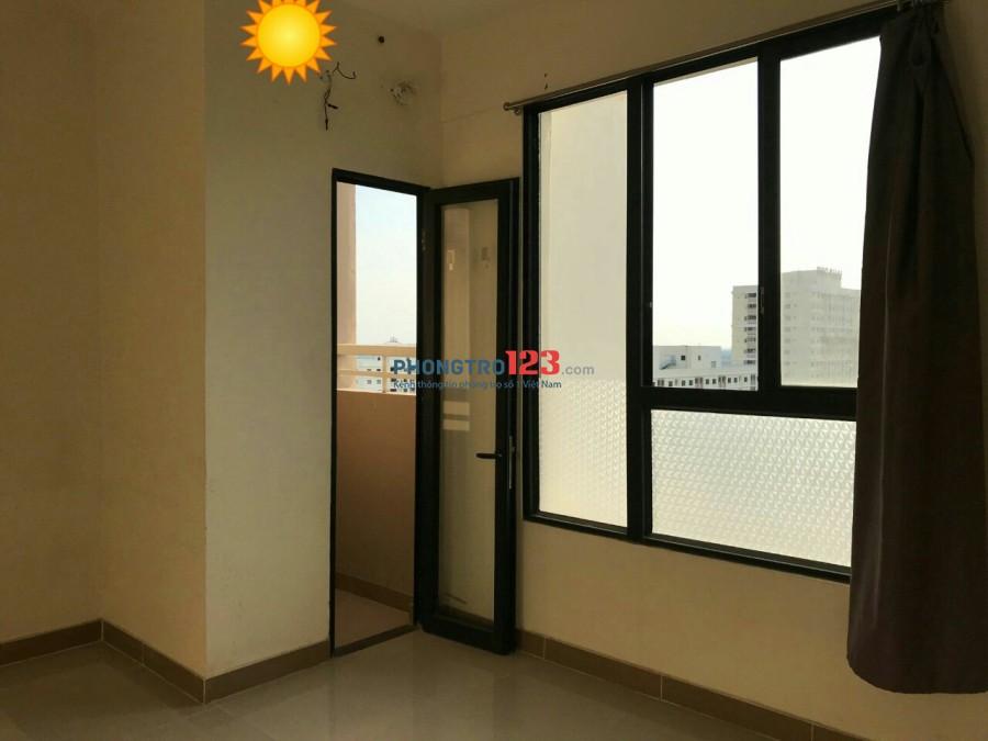 Phòng cho thuê trong căn hộ Đức Khải đường Nguyễn Lương Bằng. Giá chỉ 3.6tr/tháng