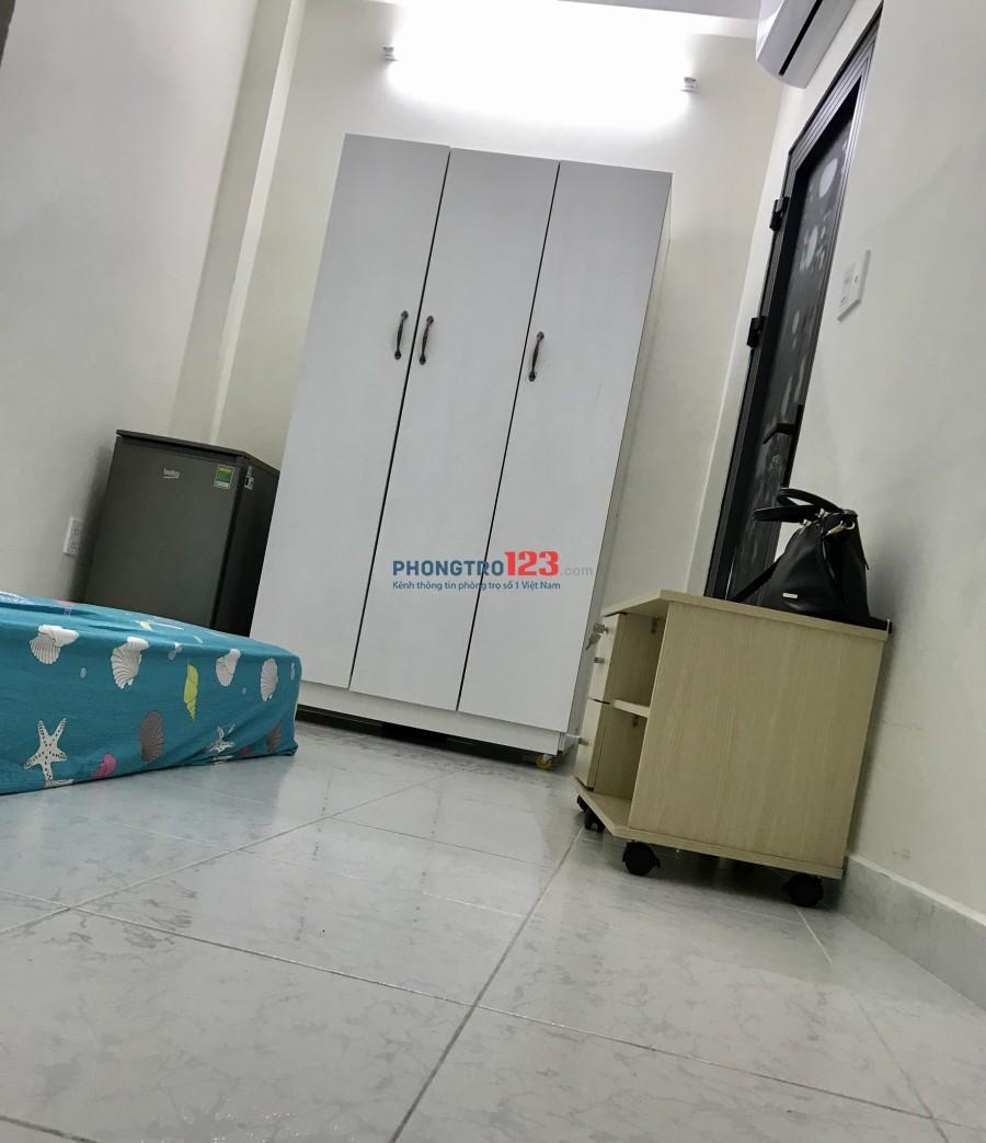 Phòng tại Q1 dt 20m có ban công 5tr hẻm 4m xe để trong nhà