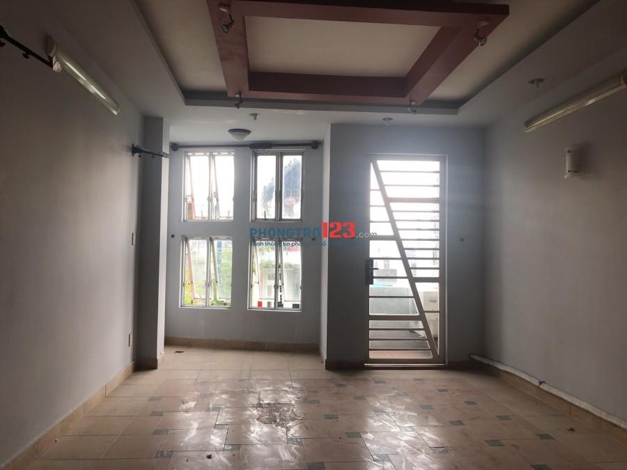 Cho thuê phòng ở hoặc làm văn phòng nhà mặt tiền Gia Phú, P.1, Q.6. Giá từ 3,5tr/tháng