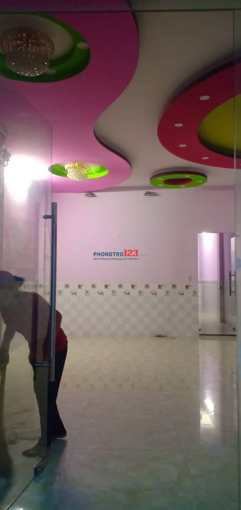 Phòng trọ cao cấp máy lạnh mới xây (Ngay chợ Bình Hưng Hòa)