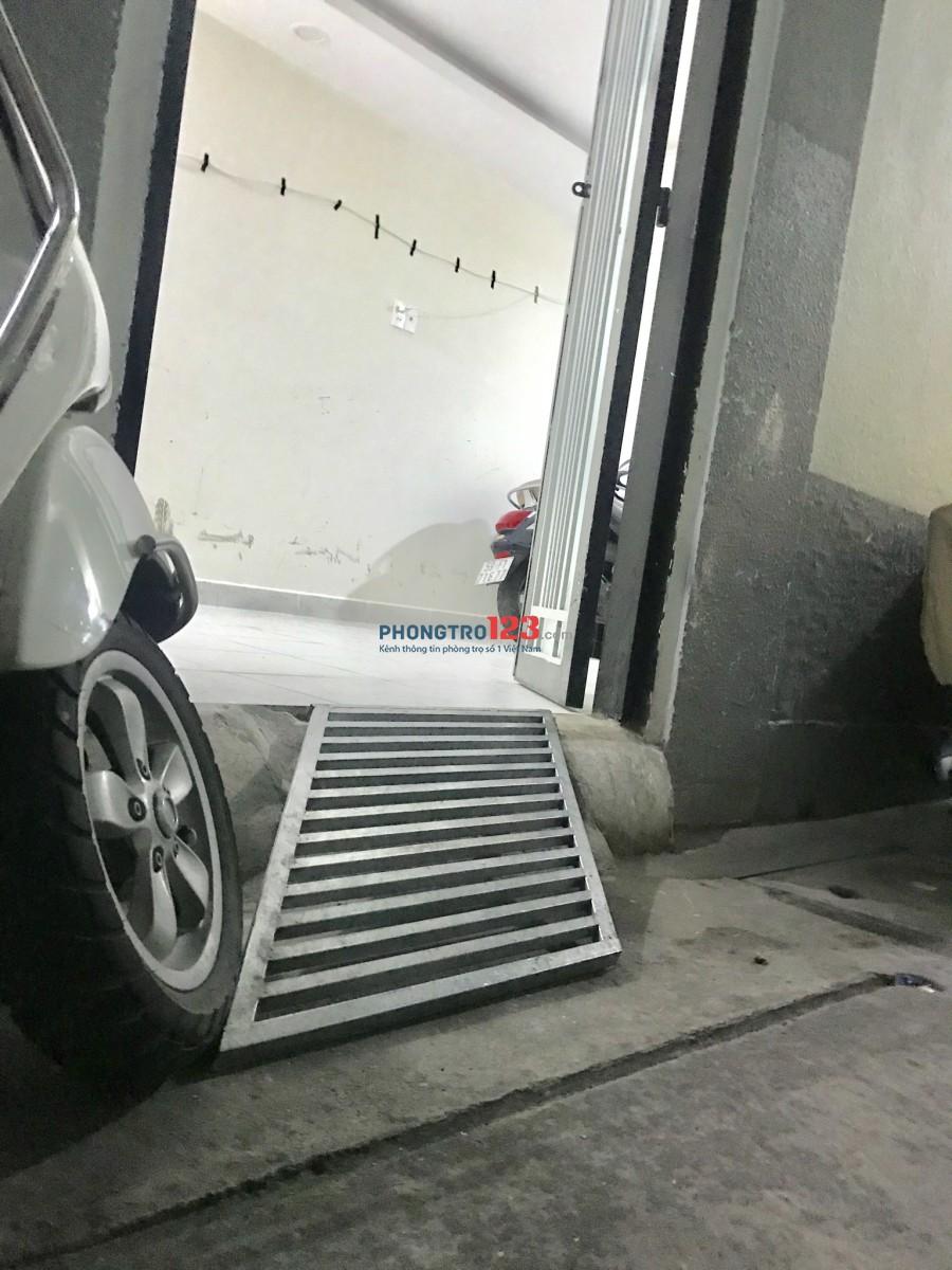 Phòng tại Q1 dt 20m có ban công 4,9tr hẻm 4m xe để trong nhà
