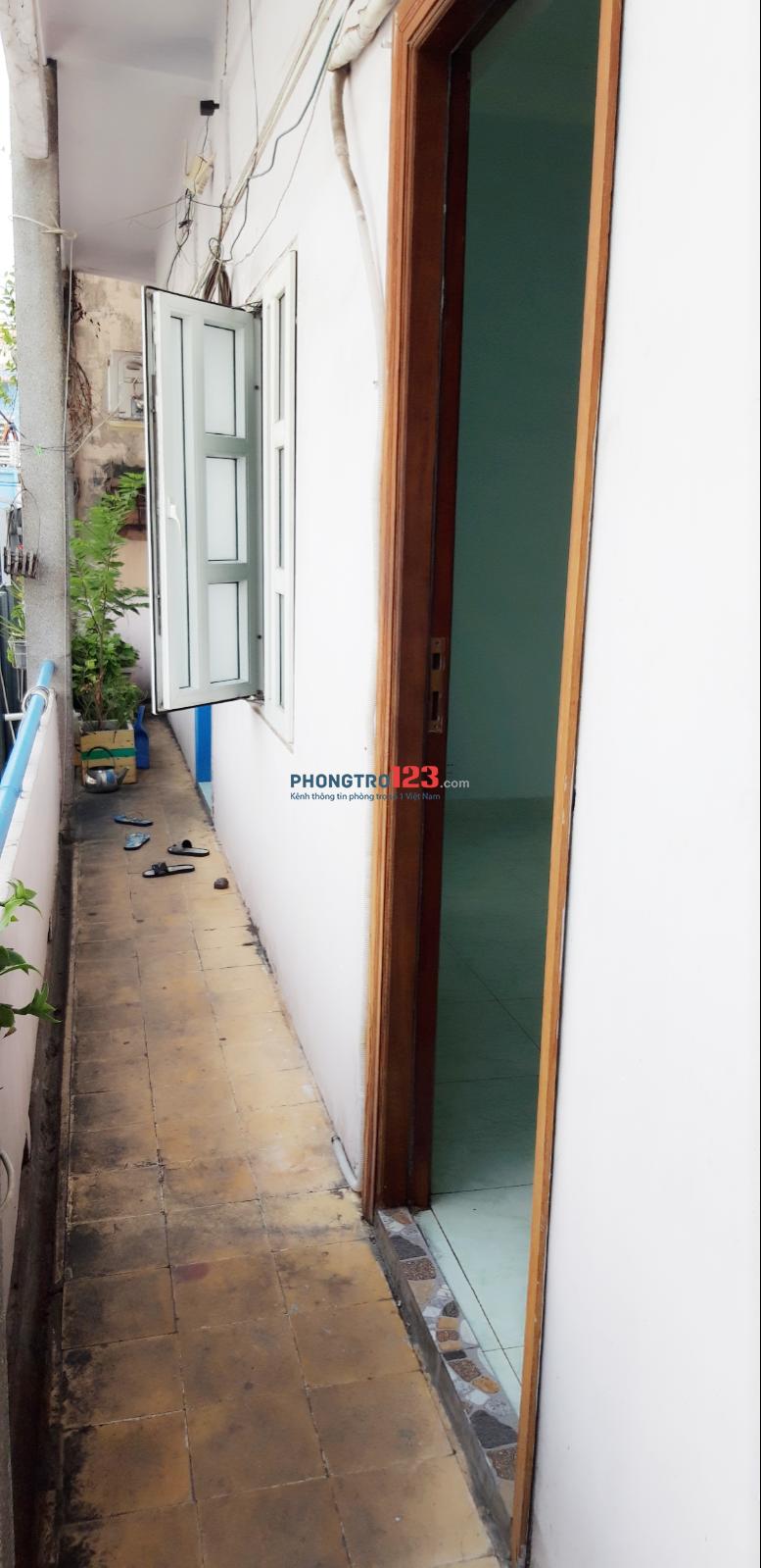Phòng trọ 25m2 có ban công, cửa sổ 399 Nguyễn Trọng Tuyển, Tân Bình