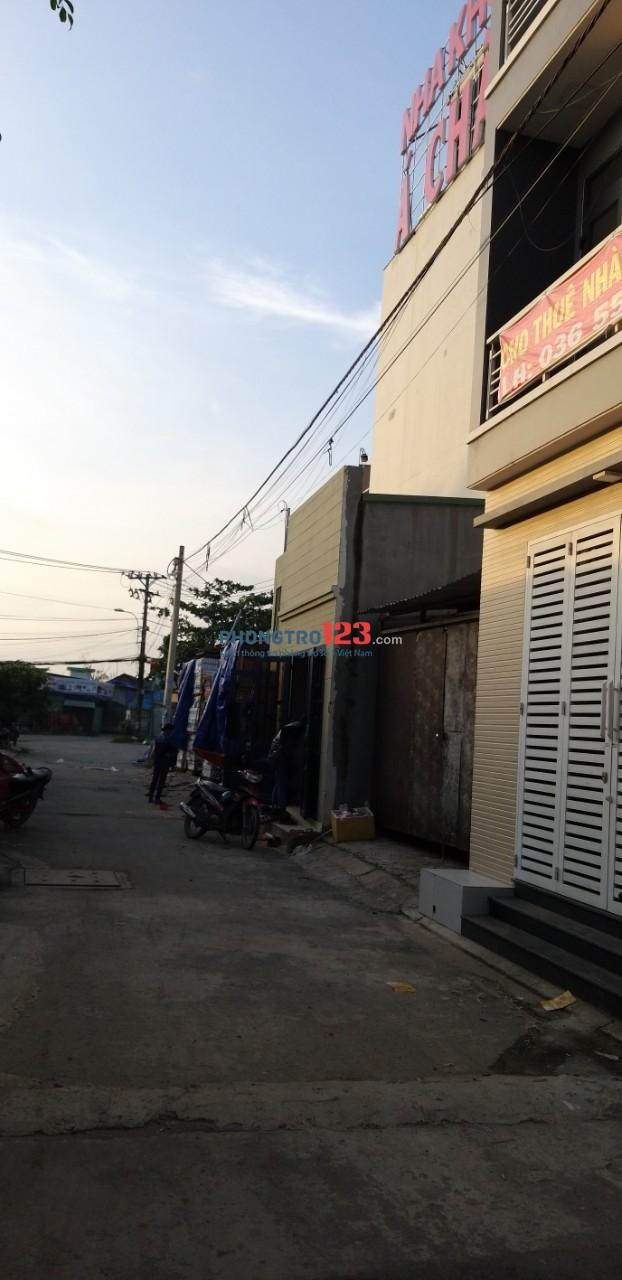 Cho thuê nhà nguyên căn mới xây, 1 trệt + 2 lầu, 3PN + 4WC, hẻm xe hơi