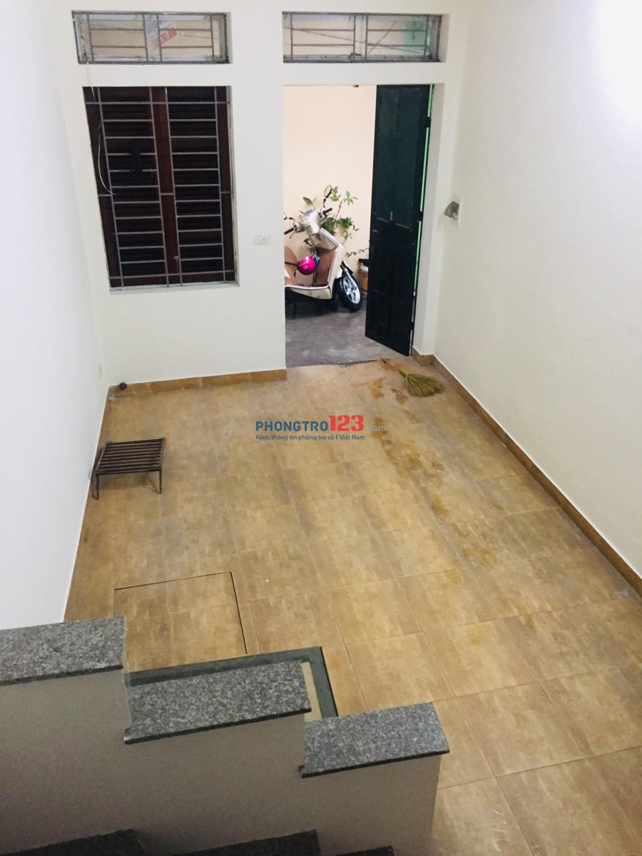 Cho thuê nhà 2 tầng khép kín phố Giáp Nhị