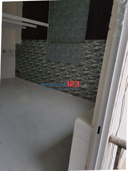 Phòng có gác, kệ bếp mới xây, sát Q.10