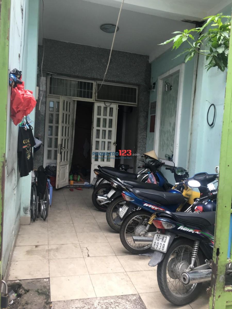 Phòng 6m2 tại hẻm Đoàn Văn Bơ thuận tiện đi lại, giờ giấc tự do chỉ 1tr3/tháng