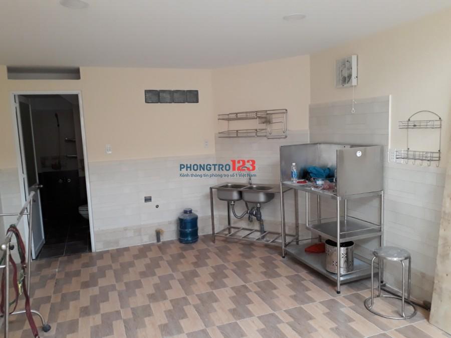 Cho thuê nhà mới nguyên căn có máy lạnh hẻm xe hơi đường Hồng Lạc :Ms Thảo