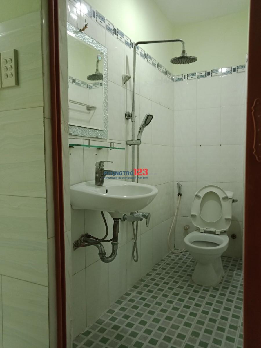 Phòng sạch đẹp, cửa sổ mát mẻ gần đường 3/2, Q.11, giáp Q.10