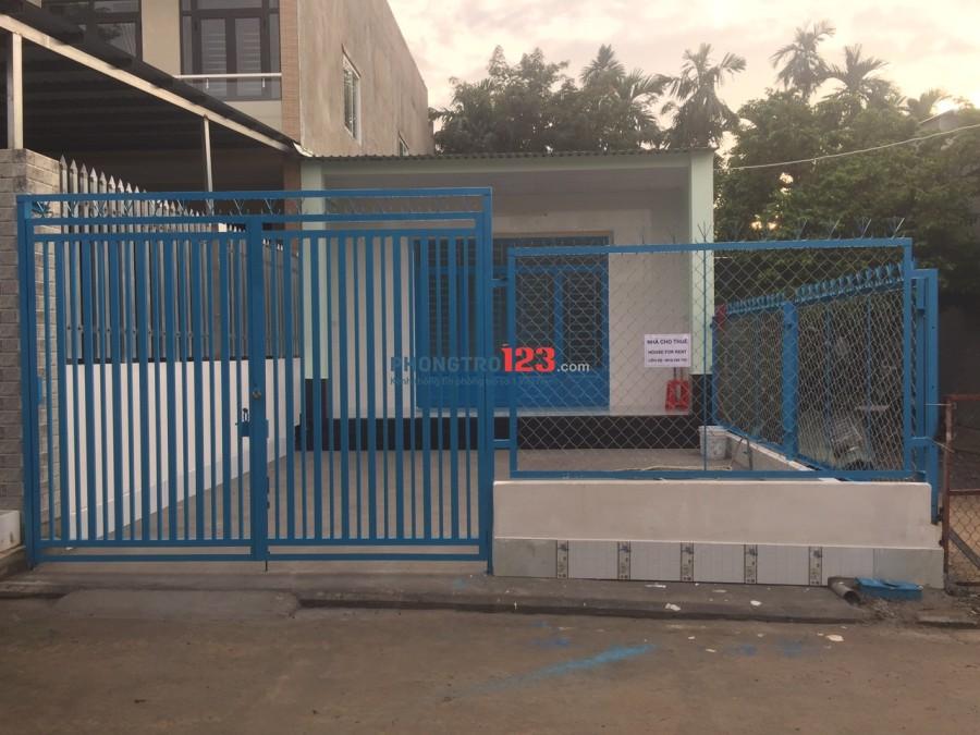 Nhà cấp 4 hiện đại 100 m2 cho thuê nguyên căn, xe ô tô đậu trong sân được. Khu nhà an ninh tốt, yên tĩnh, thoáng mát