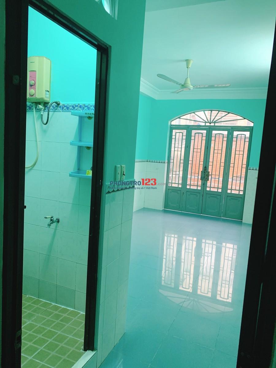 Chính chủ cho thuê nhà nguyên căn 3 lầu 3x10 Hẻm 651 Điện Biên Phủ, Q.3 Ms Hiền